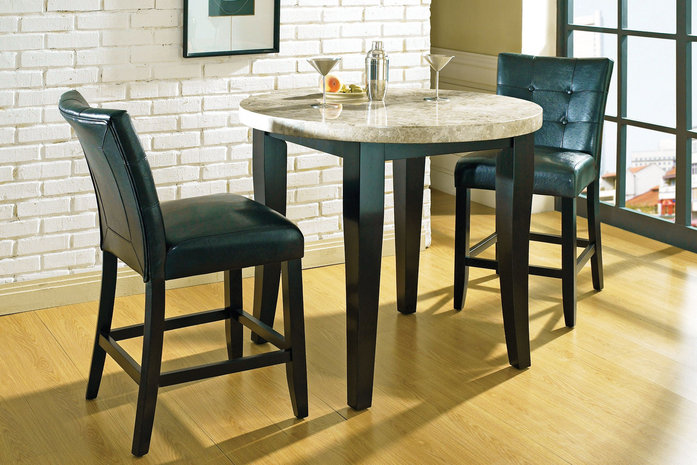 Picture of: Monarch Round Pub Table 4 Stools At Gardner White